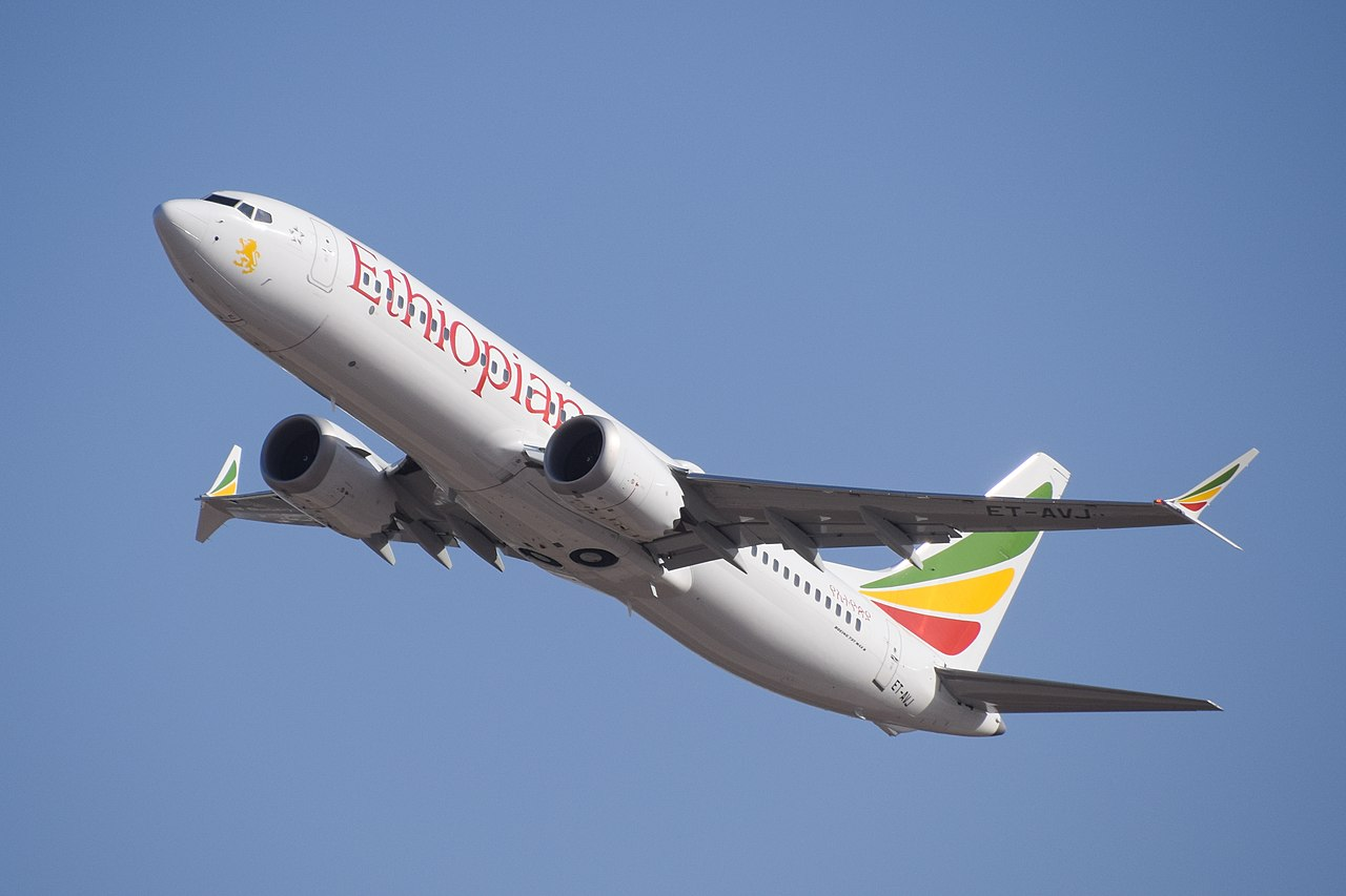 Ethiopian_Airlines_ET-AVJ_takeoff_from_TLV