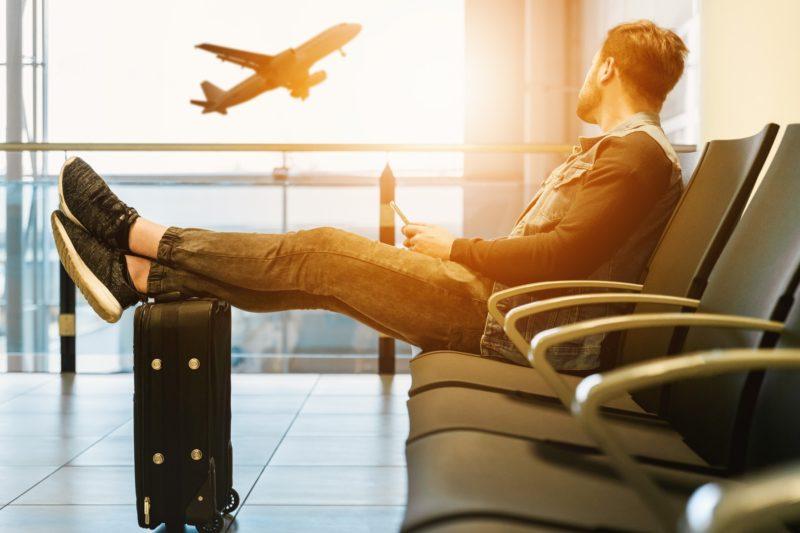 passeggero in attesa in aeroporto